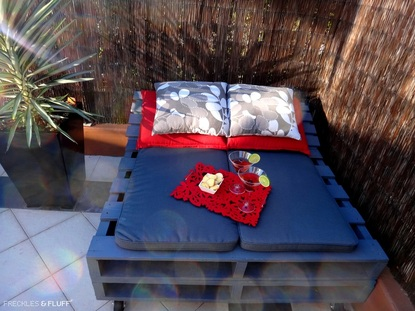 How to Build a Pallet Day Bed in 4 Easy Steps